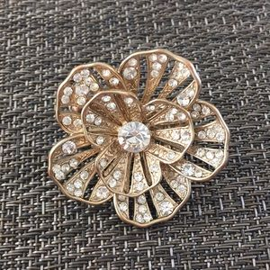 Jewelry - Gold floral ring